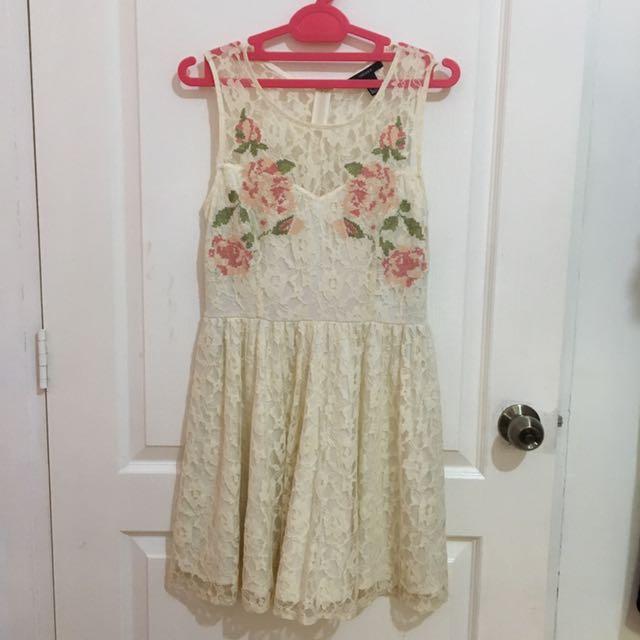 F21 pretty lace dress