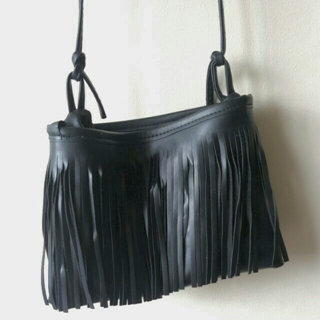 Fringed string sling bag