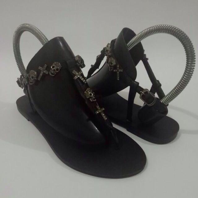 Giuseppe zanotti t-strap leather sandals