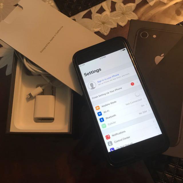 iPhone 8 unlocked (64gb)