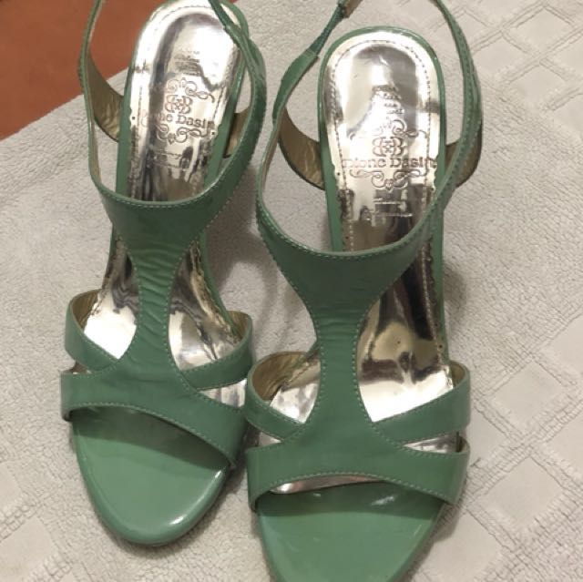 Mint genuine leather shoes