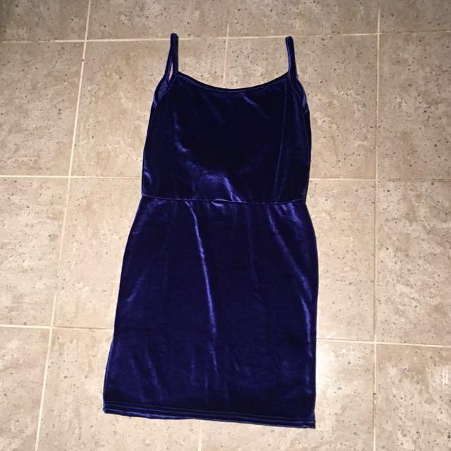 NWT PrettyLittleThing Velvet Cobalt Scoop Back Dress