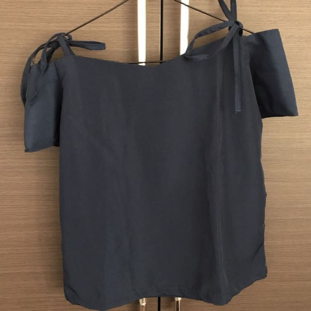 Preloved navy blouse