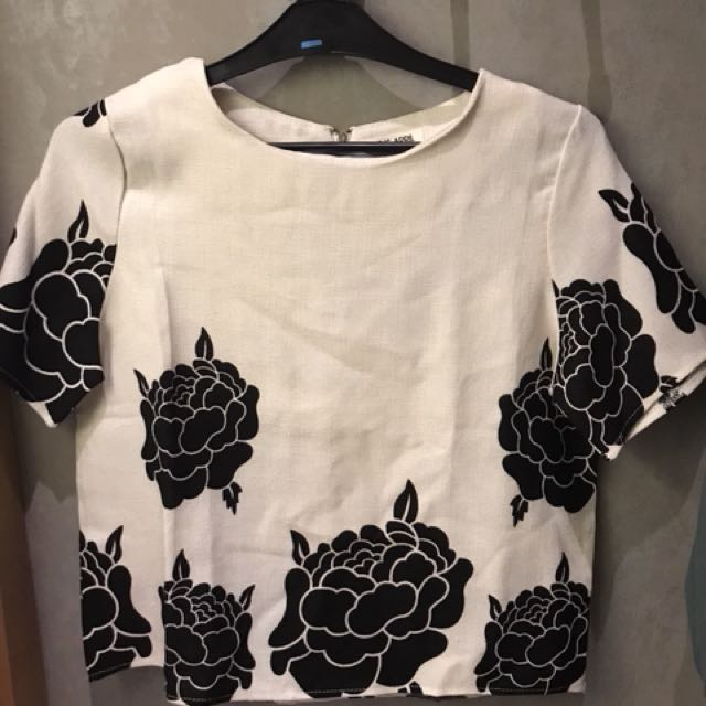 Preloved This is April Flowery Top
