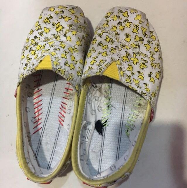 sepatu snoopy yellow