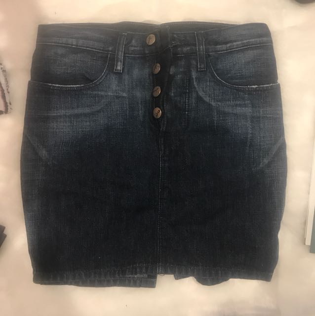 Size 6 denim skirt