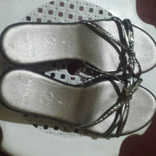 Slipper for lady size 7