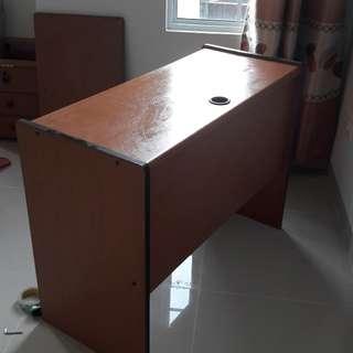 Meja kerja / komputer