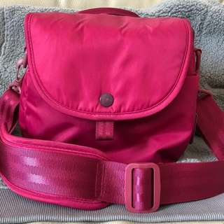 Hellolulu 桃紅色吸震小型單反無反相機袋 斜揹袋 DSLR Camera shoulder bag(90%New) 可放一機兩鏡