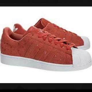 買定紅鞋過新年,Adidas brand new red suede sports shoes,型女冬天必備紅色麖皮波鞋 尺碼 : US6.5, UK5, J235, CH23.5cm  Size : US6.5, UK5, J235, CH23.5cm