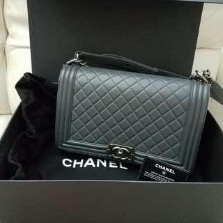Chanel boy 灰色羊皮 28cm (90% new)