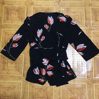 Bnwt zara tulip wrap up top