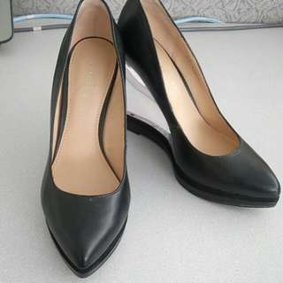 Authentic Charles and Keith black pointed crystal heels. Size 35