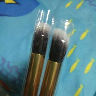 Eye make up brushes (black and gold)
