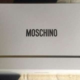 Moschino Fresh Couture gift set (free purse concentrate, lotion and shower gel)
