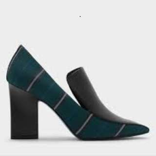 Cut in heels Turquoise textured pumps