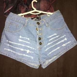 Hot pants(celana jeans pendek)