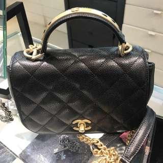 Chanel 中size牛皮 手挽及長錬 classic 欵長期流行