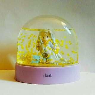 罕有绝版,1987年香港製造 : PRECIOUS MOME NTS 水晶球 (歲月珍藏品) #附送珍藏舊版匯豐,燙金短裝利是封40個