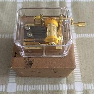 Mini winding musical box