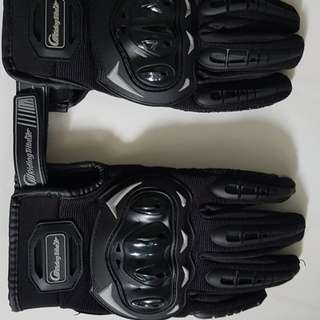 Rider gloves, only used once. Good condition