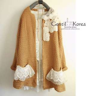 ❤️轉賣全新Gentil Korea日系韓妞薑黃色側邊寶石水鑽兔毛蕾絲 歐風刺繡蕾絲口袋 寬鬆厚實毛衣外套