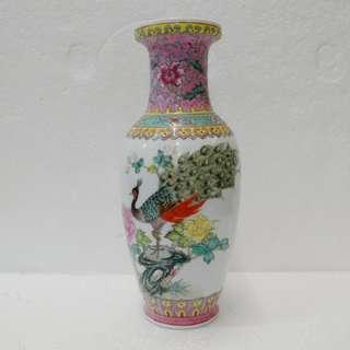 孔雀牡丹瓷花瓶