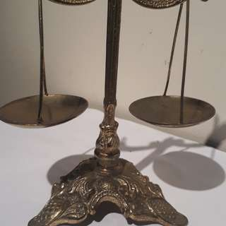 vintage mid 1900s brass bronze solid justice scale of balance / it's a meaningful look top zoom it u can like a human face & top of the head is a BURDEN OF UNTOLERATEBEL & NOW WE TALK JUSTICE THEY WILL PUT US IN JAIL HEE HEE HE