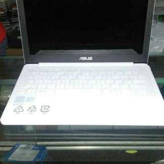 Asus E203NA