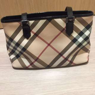 👉🏻100% Authentic Burberry Shoulder Bag 👈🏻Overall condition 8.5/10. Selling as i have too many bags and this bag is under-usage and kept in wardrobe. ⚡️Selling at $420⚡️❗️no obligations viewing❗️