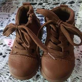 Boy boots preloved