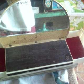 Jewerly box with mirror
