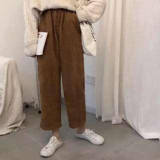 咖啡色燈芯絨寬褲
