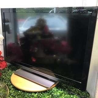 9成新,32吋 超薄Panasonic Smart TV,三組HDMI ,可上網,有USB手指位,有VGA可作電腦Mon用,有光纖、AV輸出接駁鄺音機,有搖控