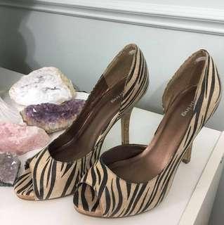 (BOGO 50%off) Spring off white zebra shoe
