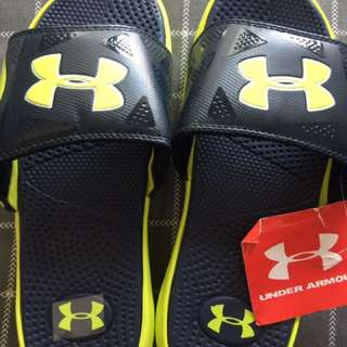 Under armour slippers sz 7