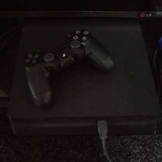 PS4 Slim with two games
