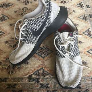 Nike Rosherun Shoes