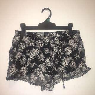 Basic floral shorts