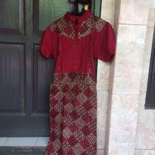 Red dress batik