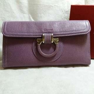 九成半新100%真品Salvatore Ferragamo粉紫色軟皮長形銀包連原裝盒