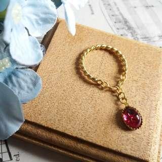 ✨古董Swarovski星芒玻璃紅寶石配銅製磨砂金扭紋戒指✨