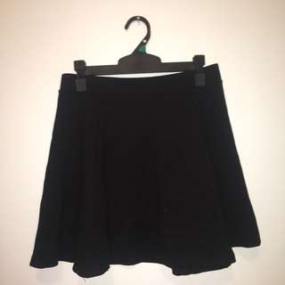 H&M pleated black skirt size s