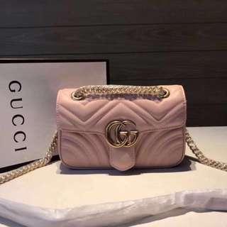Gucci粉色心鏈條包
