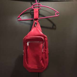 PRE-LOVED ZARA FAUX LEATHER RED BODY BAG