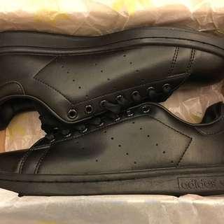 現貨ㄧ雙Adidas originals stan smith 史密斯休閒運動鞋情侶鞋百搭基本款 全黑