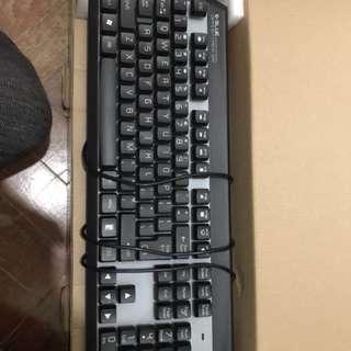 滑鼠,發光鍵盤