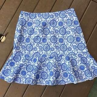 Blue patterned skirt S