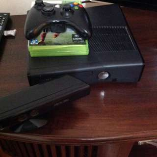 Xbox 360 with Kinect+ FIFA 15, GTA V and other games