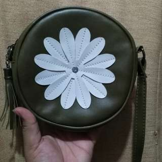 Round army green sling bag